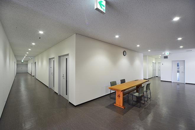 2階廊下・打合せスペース