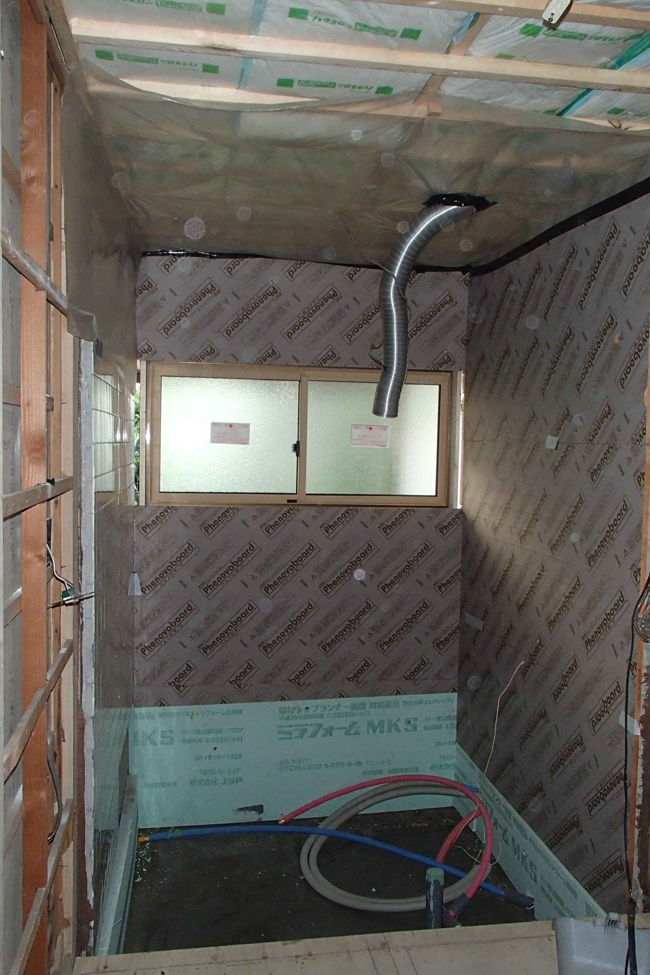 ❸断熱材 天井HGW16k厚200㍉・壁厚90㍉、高基礎部分フェノールフォーム厚20、基礎下部3種b50㍉
