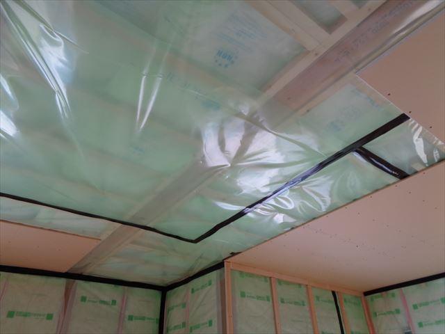 5.壁・天井下地(断熱材:グラスウールt=90mm・防湿フィルム)