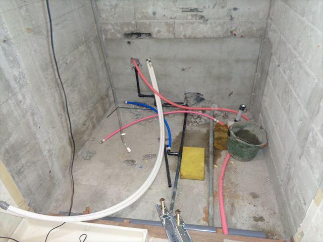9.ユニットバス設置前の給排水・給湯配管工事