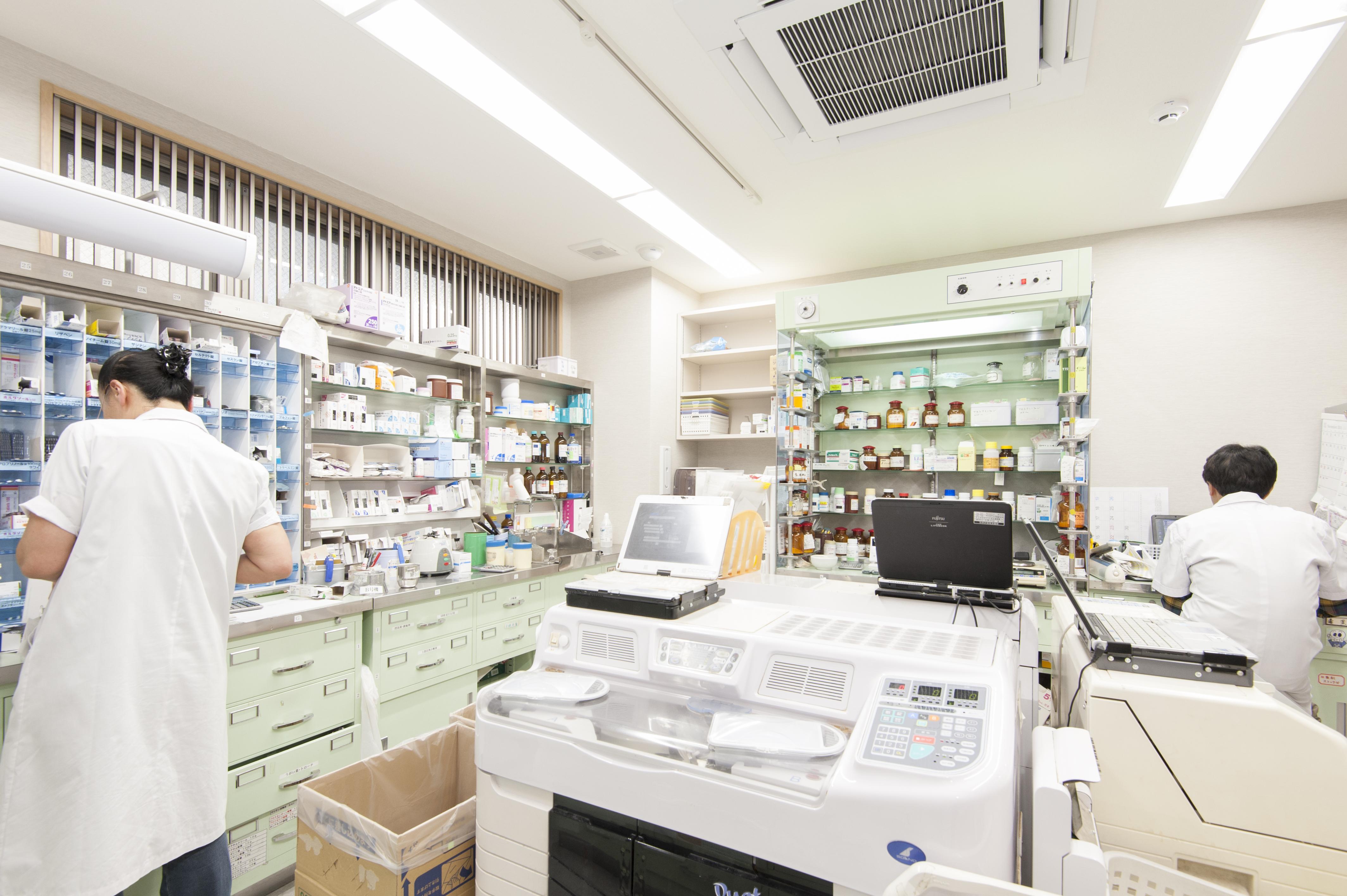 薬局調剤室